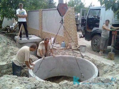 Установка выгребной ямы из железобетонных колец