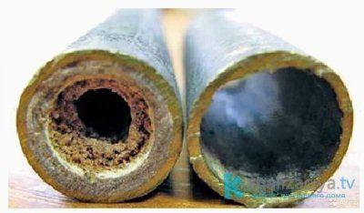 Отложения внутри канализационной трубы