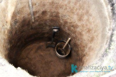 Котлован под выгребную яму