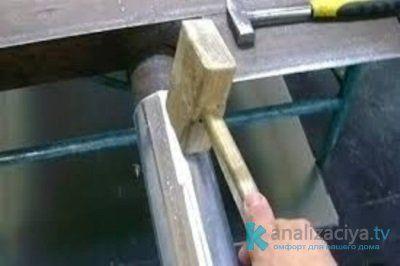 Как правильно сделать водосточный желоб своими руками?