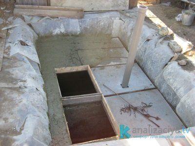 Верхняя часть монолитного бетонного септика