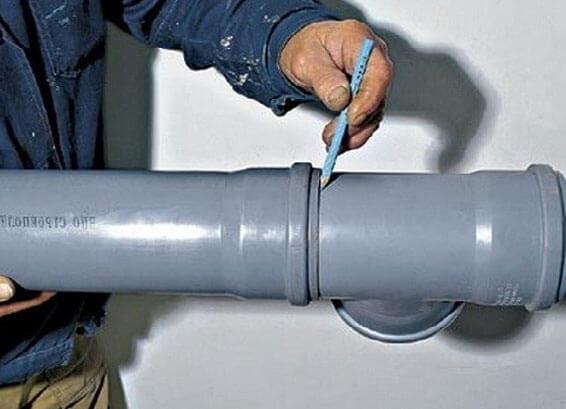 как соединить канализационные пластиковые трубы