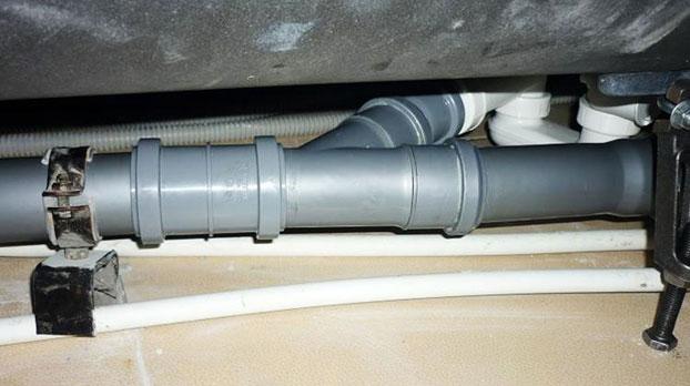 течет канализационная труба в туалете