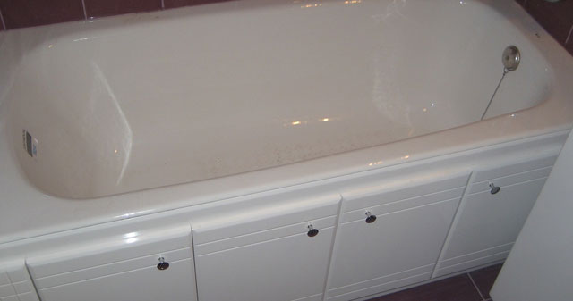 как правильно установить экран под ванну