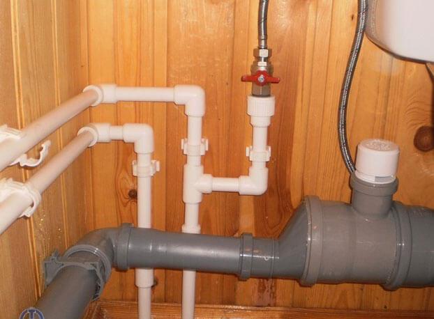 укладка труб канализации в частном доме