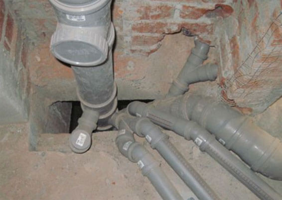 как поменять канализационный стояк в туалете