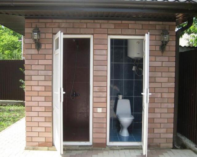 кабинка для туалета на даче