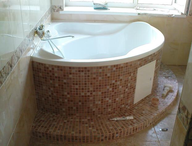 установка угловой акриловой ванны своими руками