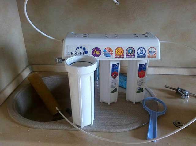 замена фильтра воды
