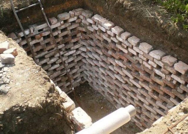 как самому сделать сливную яму