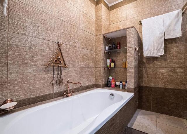 установка ванны по уровню