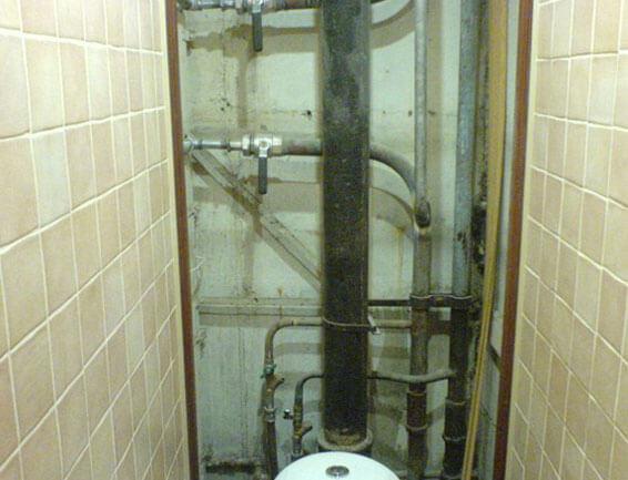 как закрыть канализационные трубы в ванной