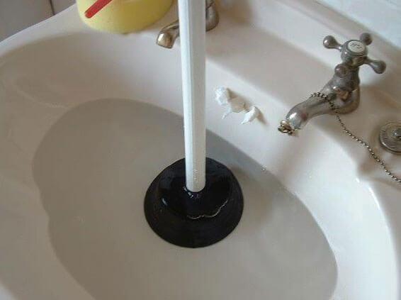 устранение засоров труб канализации