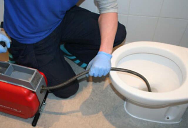 засорился туалет как прочистить