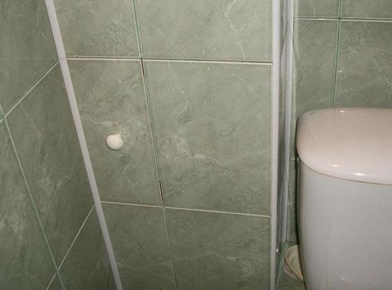 как скрыть канализационные трубы в ванной