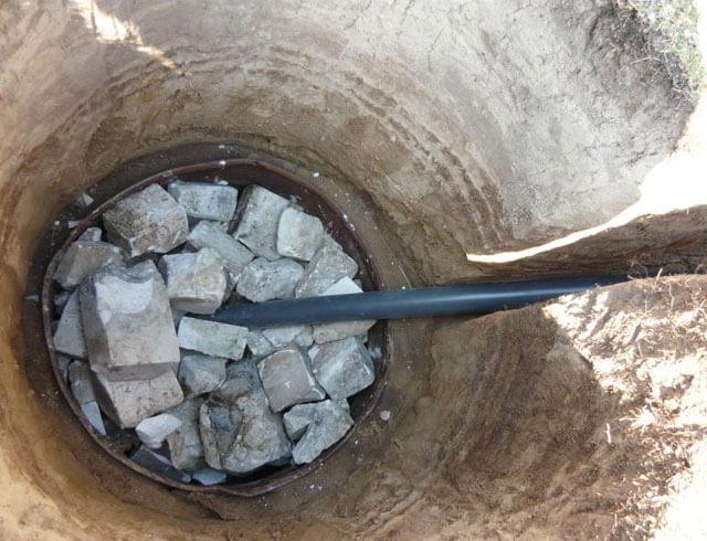 как обложить сливную яму