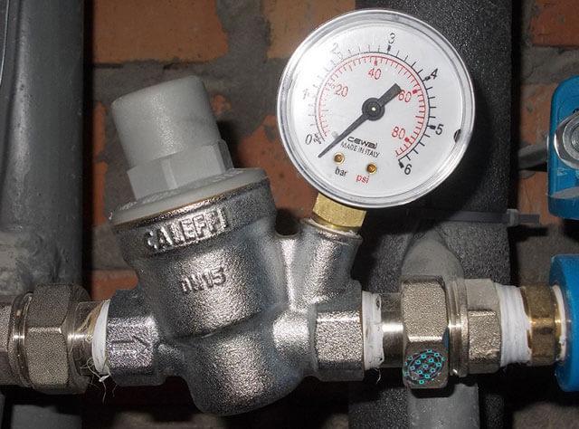 электронный датчик давления воды в системе водоснабжения