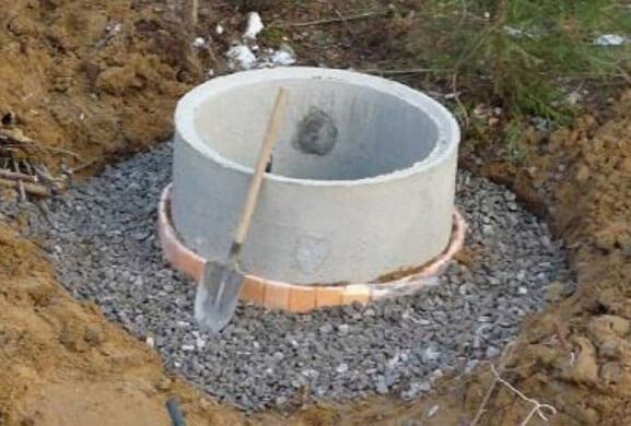 как сделать выгребную яму из бетонных колец