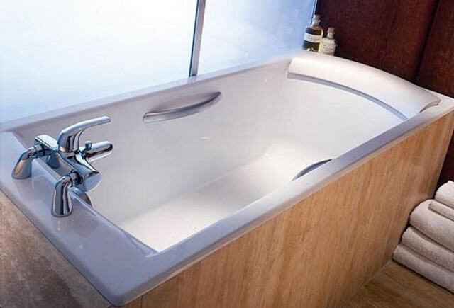 какую ванну выбрать чугунную металлическую или акриловую