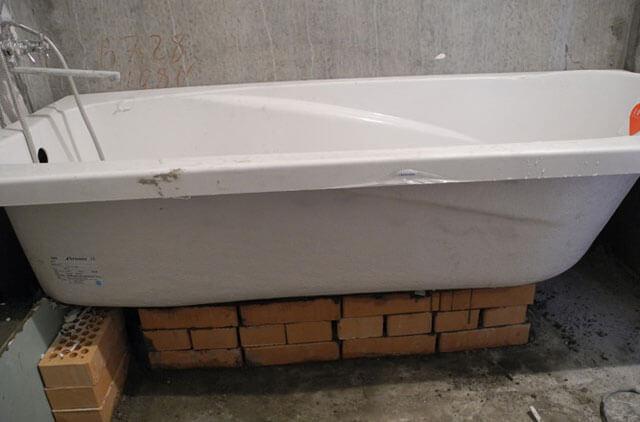 сборка угловой акриловой ванны